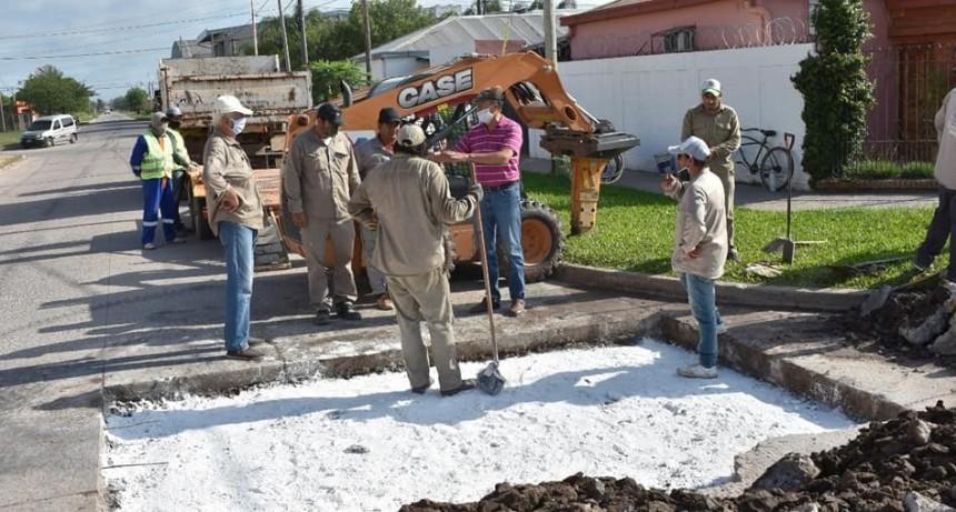 Villa Ángela: EL INTENDENTE PAPP DESTACÓ EL TRABAJO DE LOS MUNICIPALES EN LA REPARACIÓN DE 14 BACHES