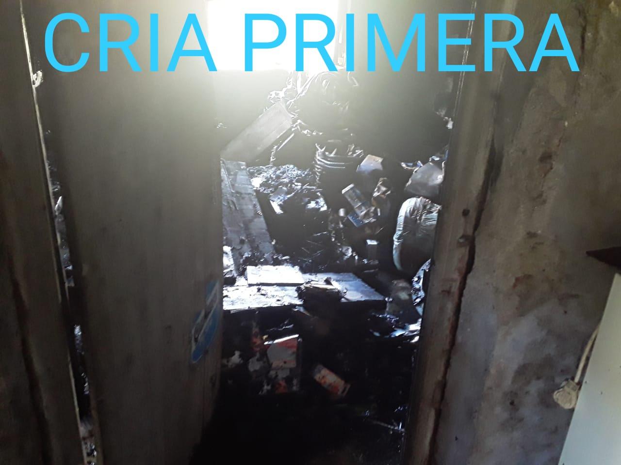 Villa Ángela: UN INCENDIO EN CALLE JUJUY PROVOCA GRAVES DAÑOS MATERIALES
