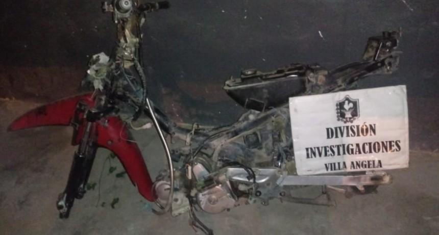 VILLA ÁNGELA: RECUPERAN MOTO ROBADO DESDE LA VEREDA DE UN LOCAL BAILABLE