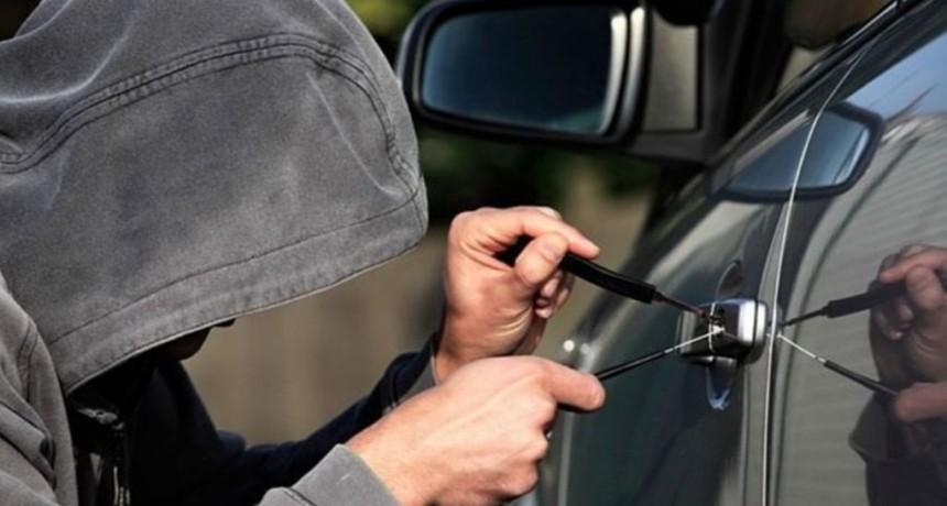 VILLA ÁNGELA: INGRESAN A UN DOMICILIO Y LE DESVALIJAN EL AUTO