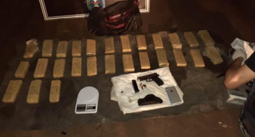 Barranqueras: iban armados y con más de 15 kilos de marihuana