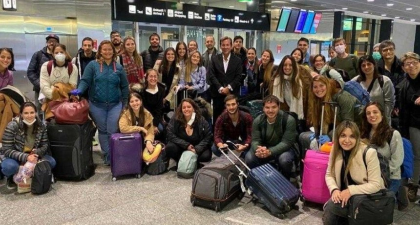 Médicos argentinos volvieron al país para luchar contra el Covid-19