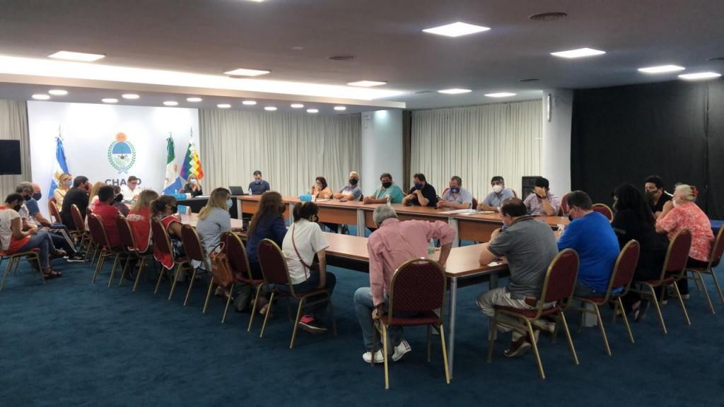 Gremios docentes se reúnen con autoridades del Ejecutivo provincial