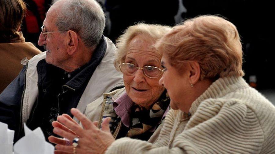 La AFIP prorrogó el reintegro del 15% a jubilados que realizan compras con débito
