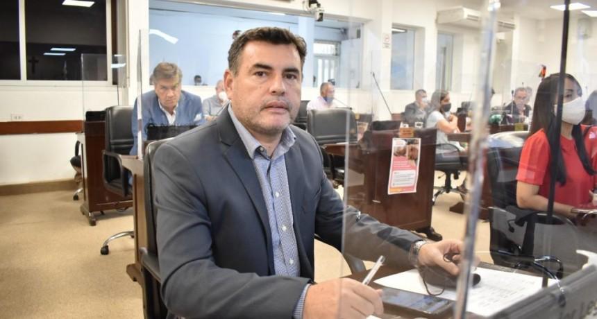 """Diputado Alejandro Aradas: """"No hay dinero para los docentes, pero si para contratar a un piquetero de asesor"""""""