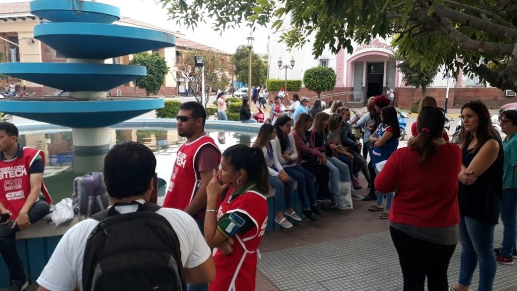 Comunicación Exclusiva con Radio manantial 89.3 Sonia Antunez y Maricel Lorincz: La Comunidad de Villa Angela, Marchó pacíficamente a SECHEEP para presentar las notas en reclamo a las tarifas recibidas