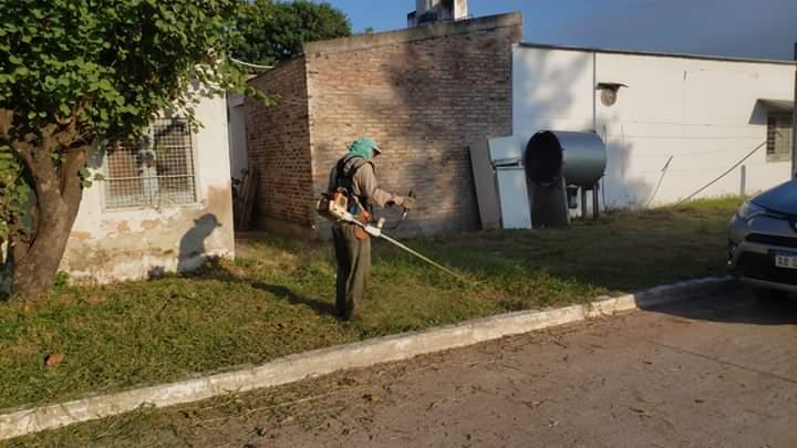 Villa Angela: EL MUNICIPIO REALIZÓ DESMALEZADO EN EL HOSPITAL SALVADOR MAZZA