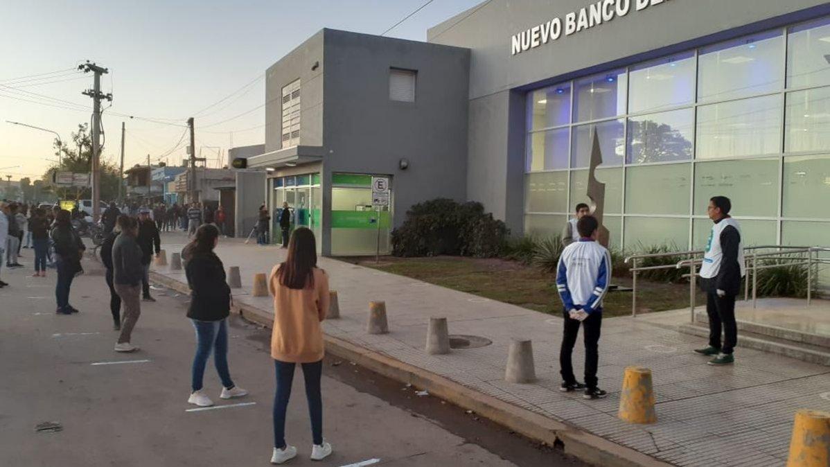 Desde el 13 de abril, la atención en bancos será restringida