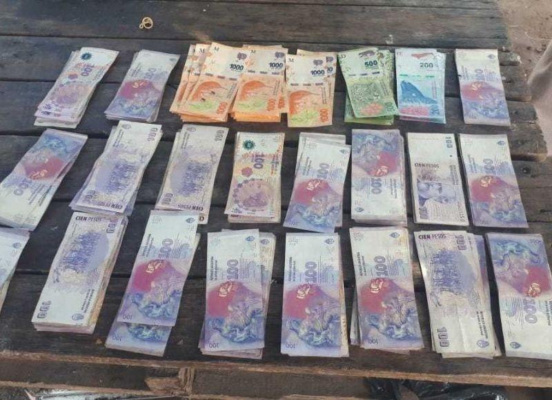 Las Breñas: Encontró dinero que habría sustraído su hermano y lo devolvió
