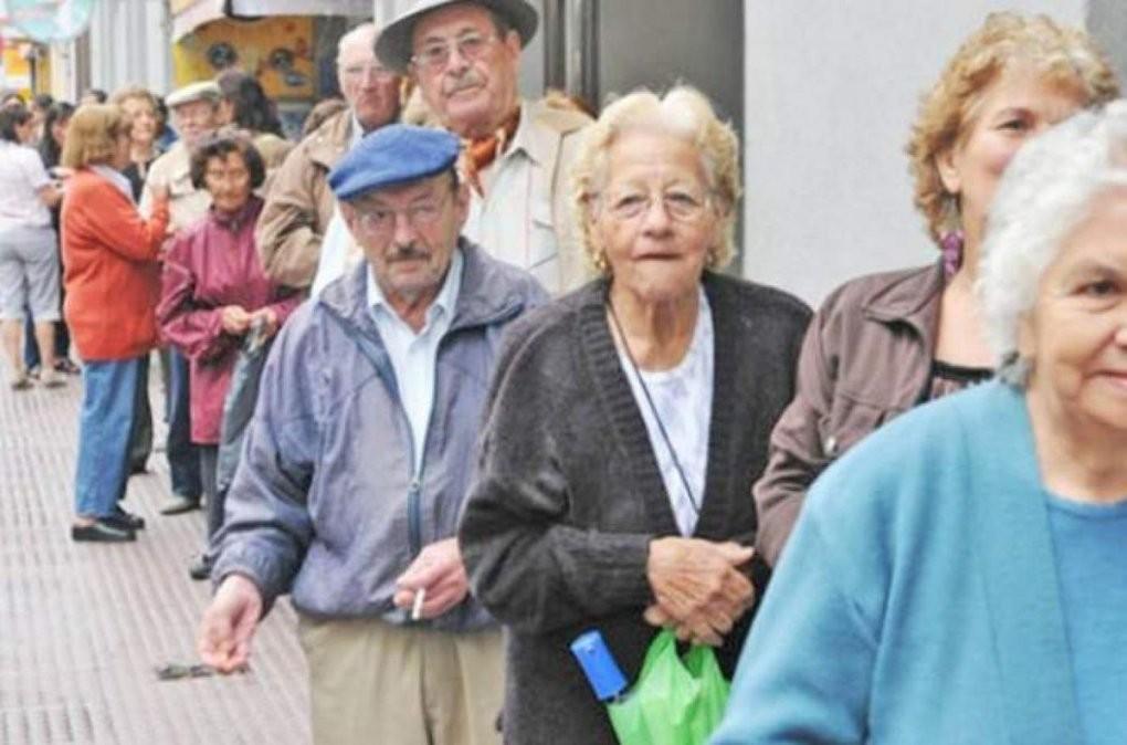 Jubilados: hoy cobran los que tienen DNI terminado en 2 y 3
