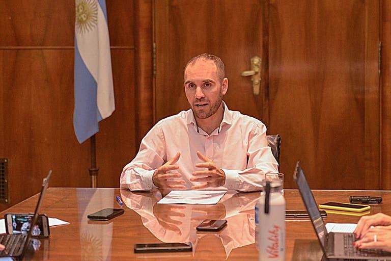 Deuda local. El Gobierno postergó por decreto el pago de hasta US$10.000 millones para 2021