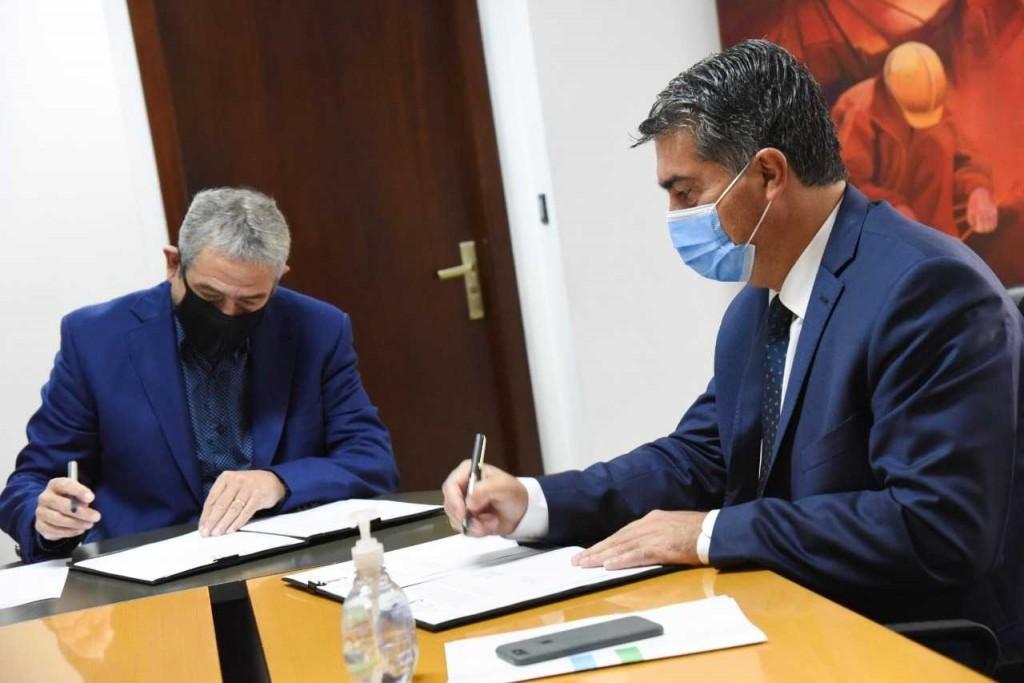 Capitanich firmó un acuerdo para la construcción de 216 nuevas viviendas en la provincia