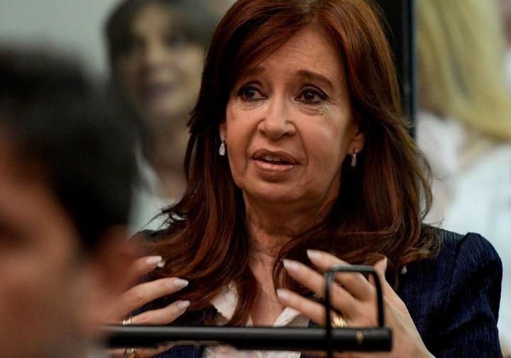 Sospechas de corrupción  El abogado de Cristina Kirchner se quejó de la foto del juicio
