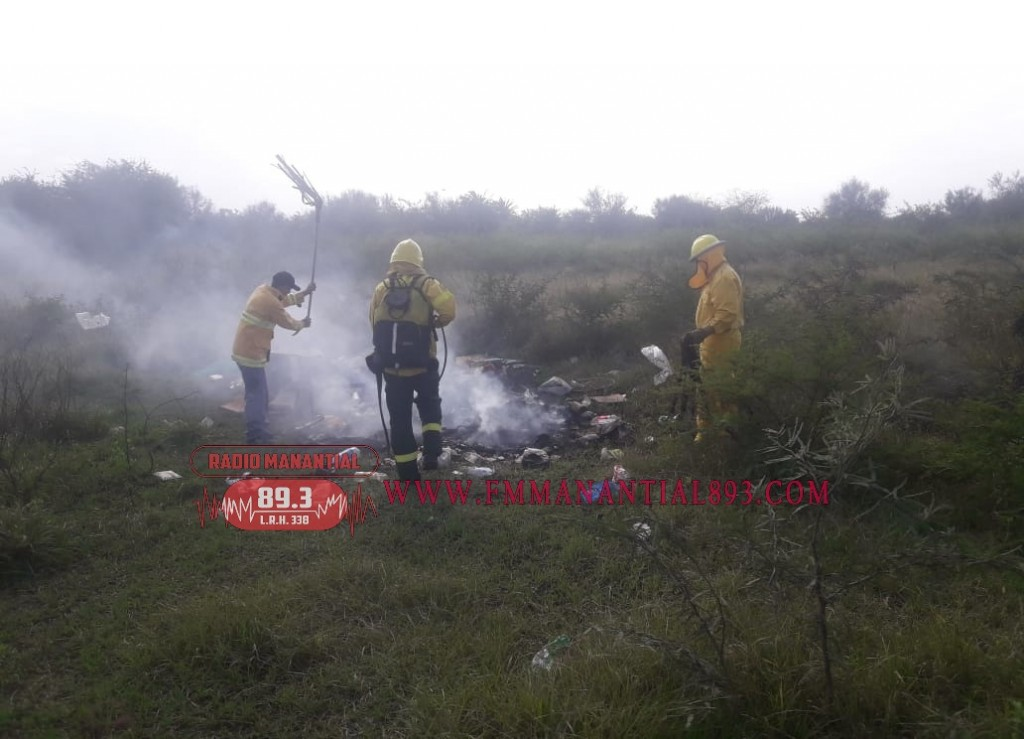 Villa Ángela: Incendio y quema de  basura y pastizales, tuvo que intervenir personal de Bomberos.