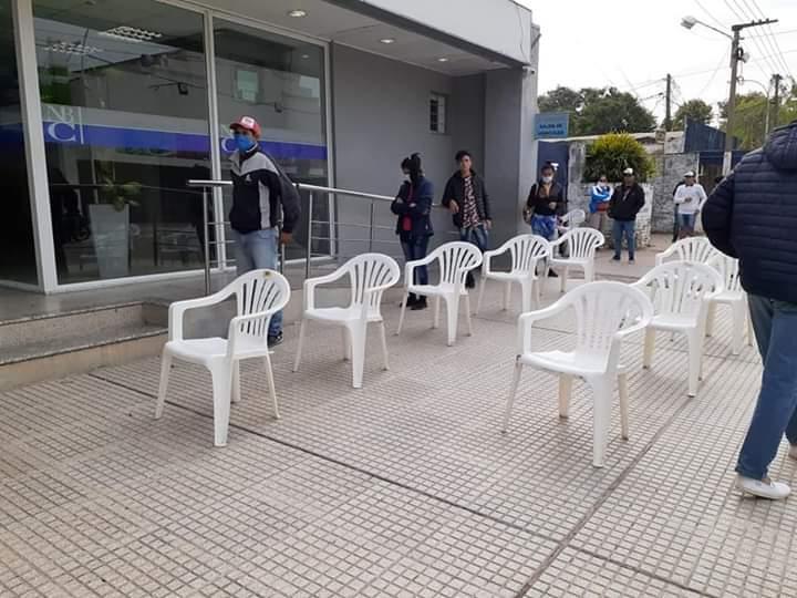 Villa Angela: EL MUNICIPIO CONTROLA EL PROTOCOLO DE DISTANCIAMIENTO EN EL COBRO DEL IFE