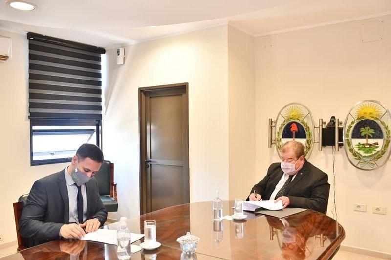 Oestmann en trabajo conjunto con el STJ firmó un convenio de pasantías
