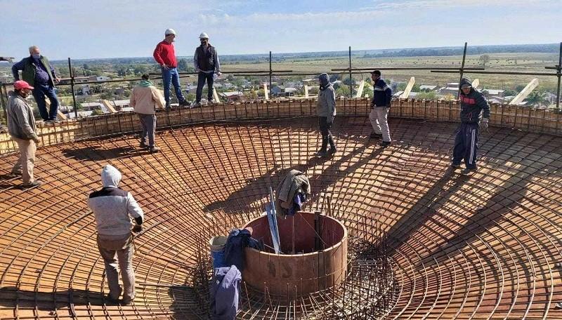 TRABAJOS DE LA APA: Avanza con la construcción de la red de agua potable en Las Breñas