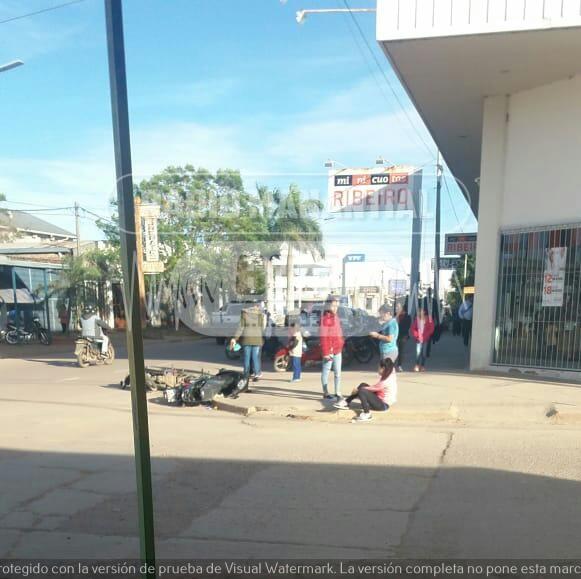 Chocan dos motos en calle 25 de Mayo esquina San Luis