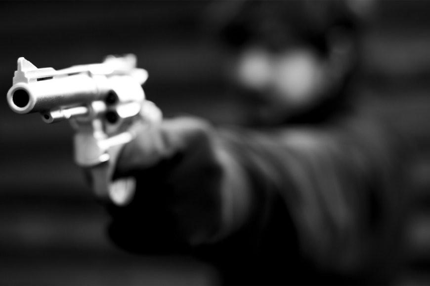 Asaltaron con arma de fuego a dos mujeres y dispararon al suelo, por 30 pesos y un celular.