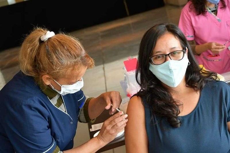 ESTE LUNES 7 Vacunación contra COVID-19: aplican primera dosis a docentes y no docentes