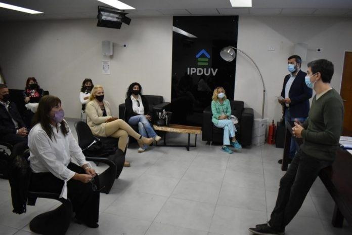 Viviendas para empleados del INSSSEP: firmaron acuerdo con el IPDUV