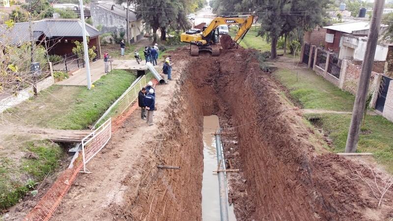 Villa Ángela: Sameep junto con la Dirección de Vialidad Provincial realizaron Trabajos de Red Cloacal