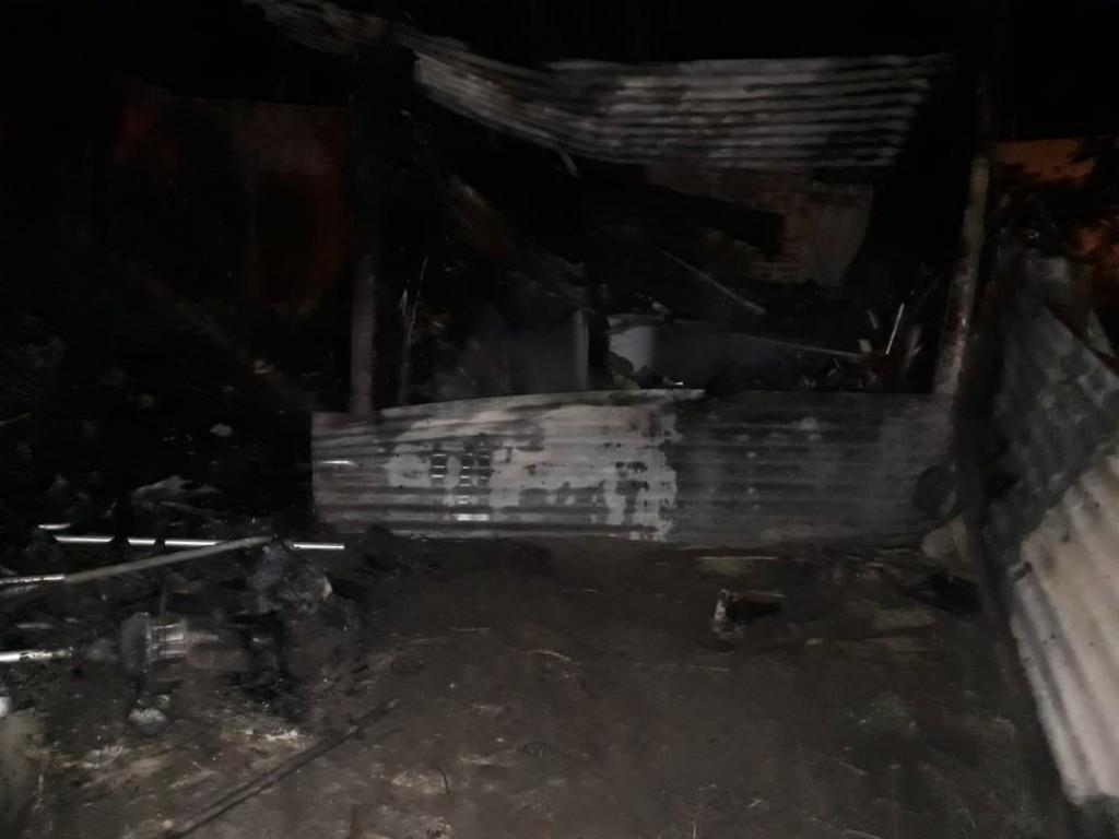 Villa Ángela: BOMBEROS INTERVIENE EN EL INCENDIO DE UN DEPÓSITO LOGRANDO EXTINGUÍR LA TOTALIDAD DE LAS LLAMAS