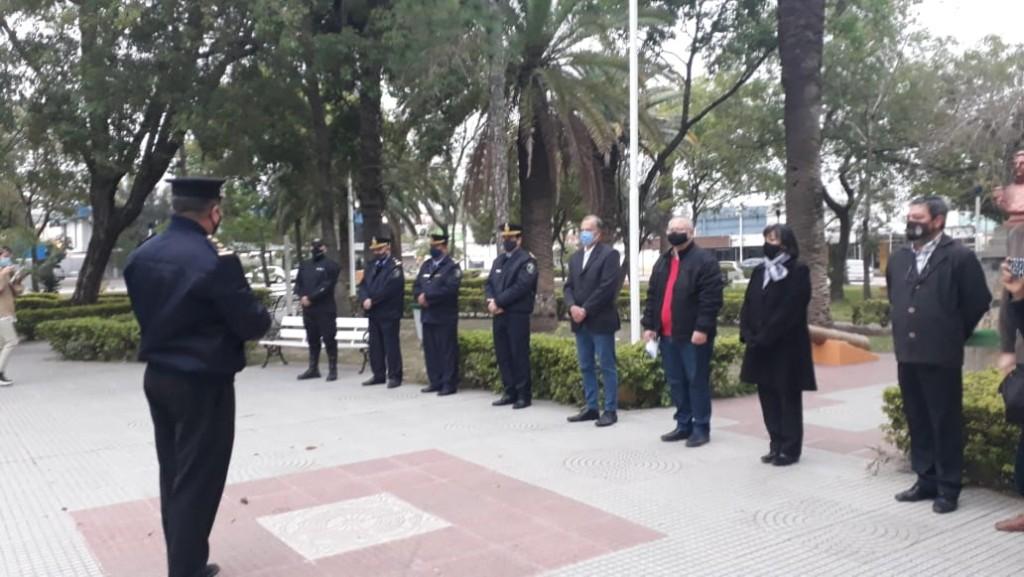 Villa Ángela: SE REALIZÓ EL IZAMIENTO DEL PABELLÓN NACIONAL EN CONMEMORACIÓN DEL 68° ANIVERSARIO DE LA POLICÍA DEL CHACO