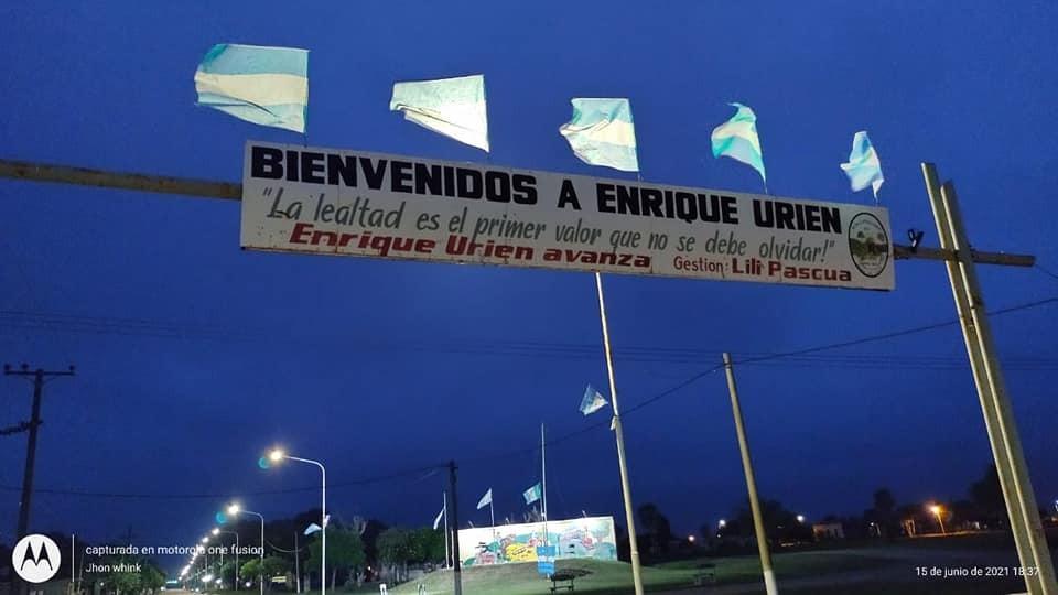 Enrique Urien: SE VISTE DE CELESTE Y BLANCO, PARA RECIBIR ESTE 20 DE JUNIO,