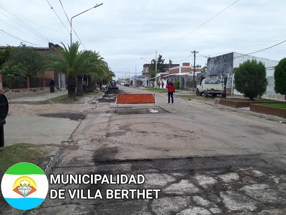 Villa Berthet: EL MUNICIPIO REALIZA MANTENIMIENTO DE CALLES EN EL CASCO URBANO