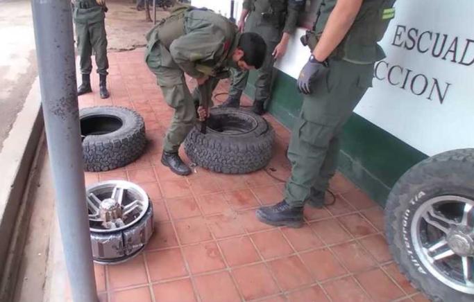 Circulaban con 30 kilos de cocaína escondida en los neumáticos de su camioneta