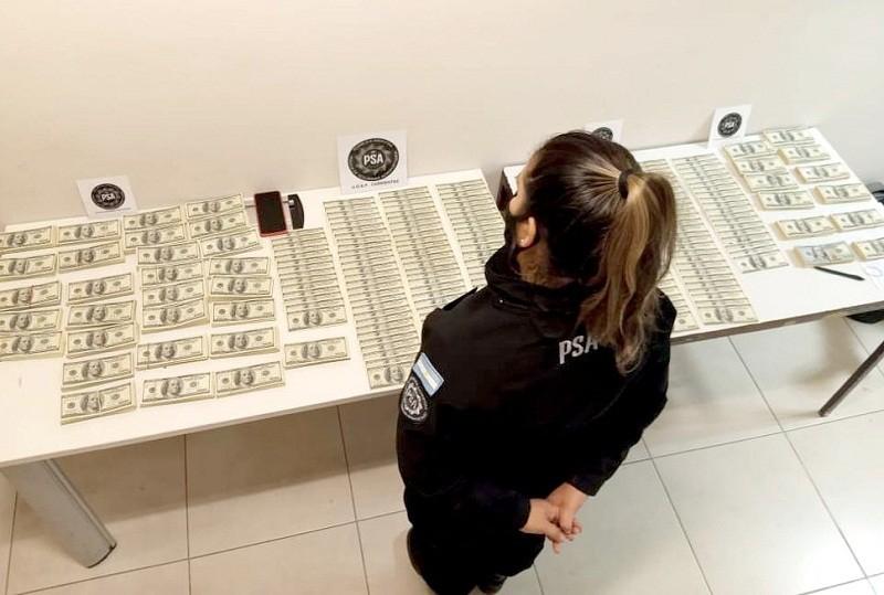 Corrientes: incautan 430 mil dólares que una pasajera no pudo justificar en el aeropuerto