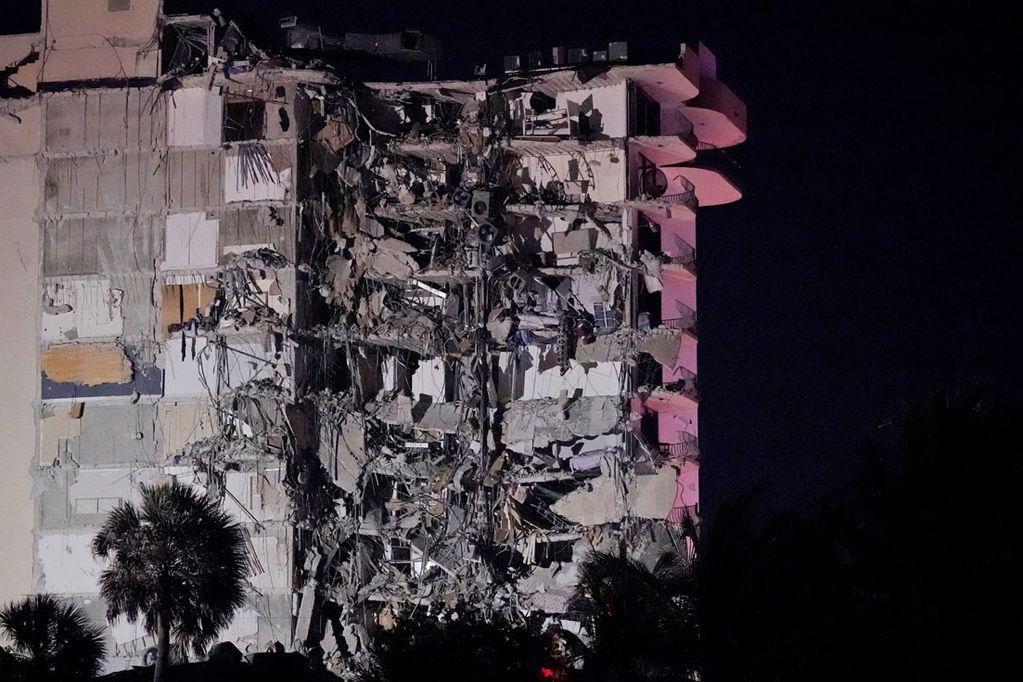 Derrumbe de un edificio en Miami: buscan a tres argentinos que están desaparecidos