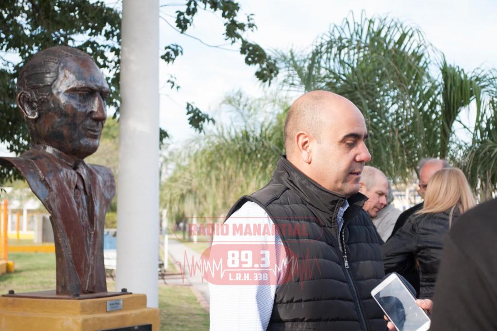 Aldo Almirón presentó ofrenda al busto de Juan Domingo Perón en el aniversario de su fallecimiento