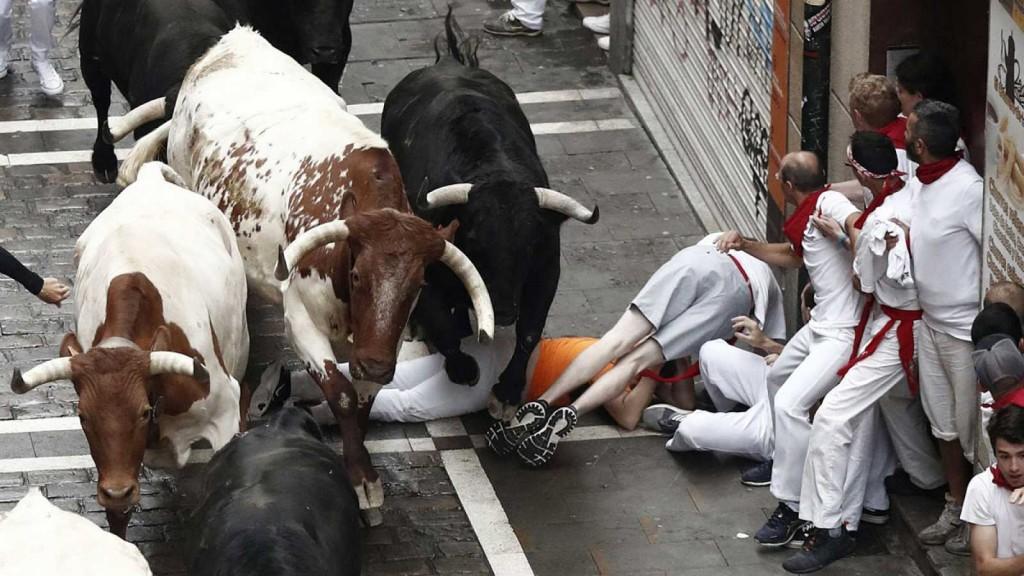 Tres heridos por asta de toro en el inicio de la fiesta de San Fermín
