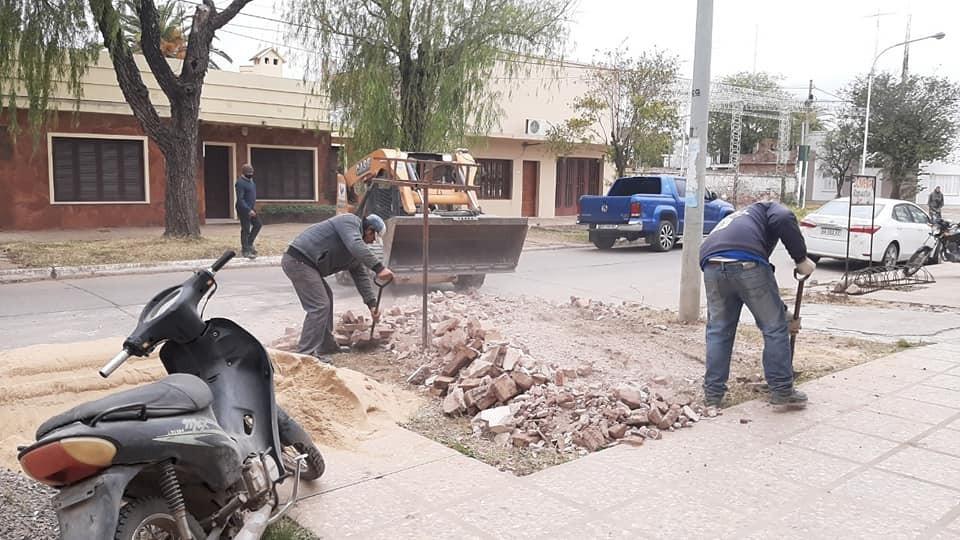 Villa Ángela: EL MUNICIPIO RETOMÓ TAREAS DE RECOLECCIÓN DE ESCOMBROS Y RAMAS