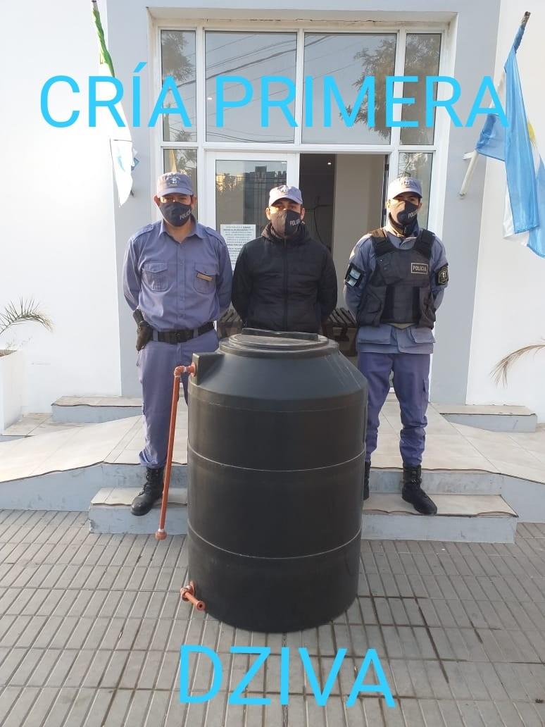 Villa Ángela: EL PERSONAL POLICIAL RECUPERA UN TANQUE DE 500 Lts., BUSCAN AÚN SU PROCEDENCIA