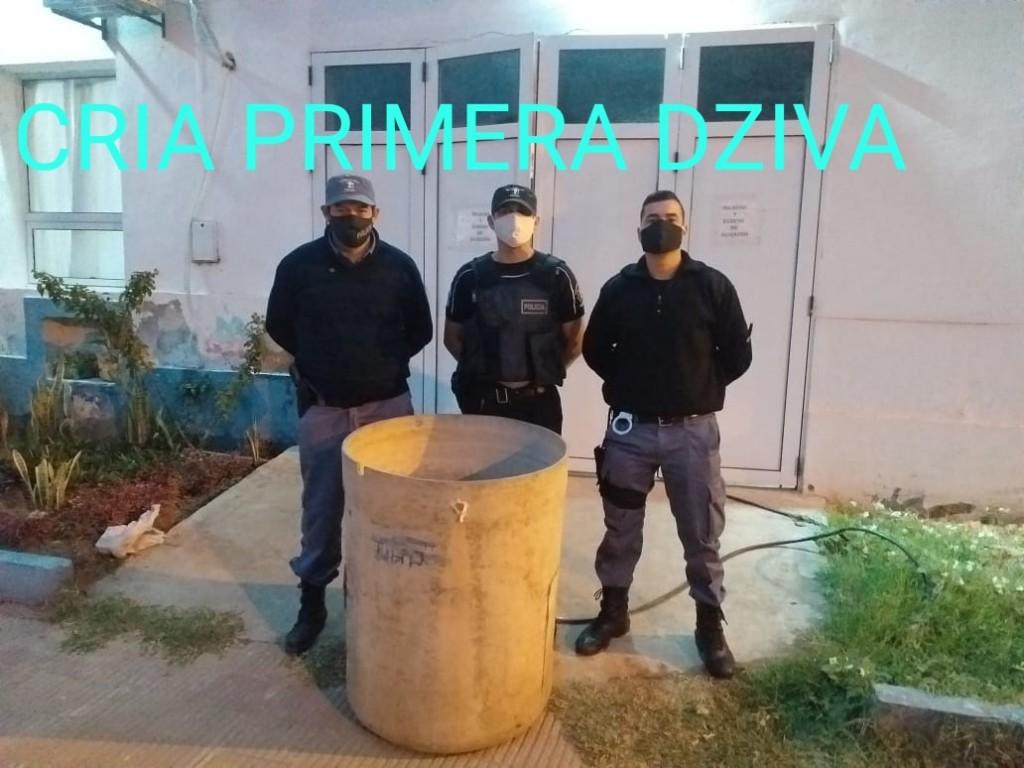 Villa Ángela: EL PERSONAL POLICIAL RECUPERA UN TANQUE DE 300 Lts. Y EL PROPIETARIO HORAS DESPUÉS REALIZA LA DENUNCIA Y SE LO ENTREGAN