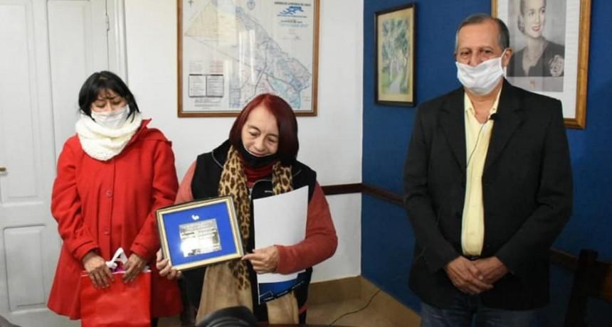 """Villa Ángela: EL INTENDENTE PAPP ENTREGÓ UN RECONOCIMIENTO A LA FAMILIA DE OMAR """"CACHO"""" PONCE DE LEÓN"""