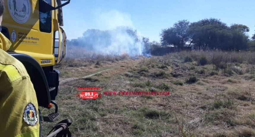Villa Ángela: PERSONAL DE BOMBEROS ACUDE AL LLAMADO DE UN INCENDIO QUE CONSUMIÓ 150 mts2. DE TERRENO