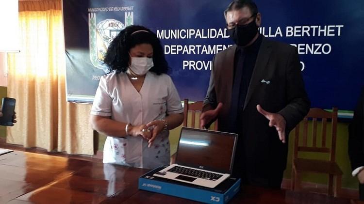 "Villa Berthet: Atlanto Honcheruk concretó la donación de 150 mil pesos a Enfermeros y Choferes de Ambulancia del Hospital ""Dr. Pedro Raúl Salica"""