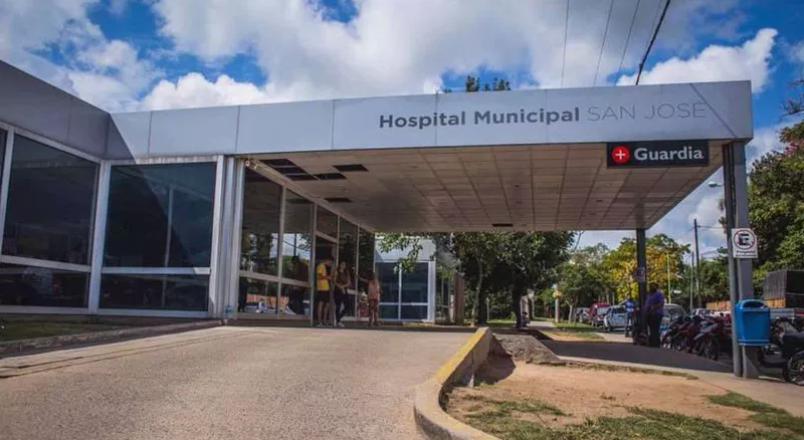 Una mujer llevó a su hijo de 2 años a un hospital y quedó detenida por matarlo a golpes