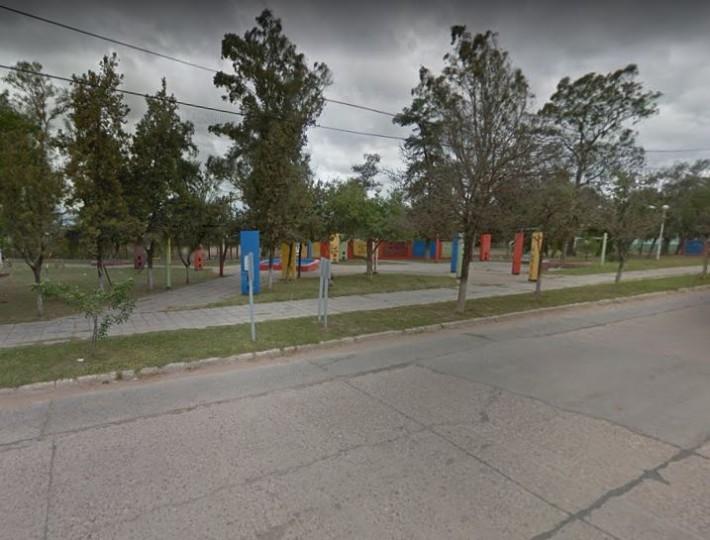 Sáenz Peña: madre e hijo jugaban en una plaza y fueron asaltados a punta de pistola