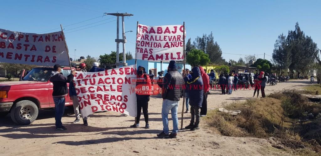 Villa Ángela: 50 FAMILIAS SE MANIFESTARON EN PROTESTA DE VIVIENDAS PROMETIDAS QUE HASTA EL MOMENTO NO LES ENTREGARON |
