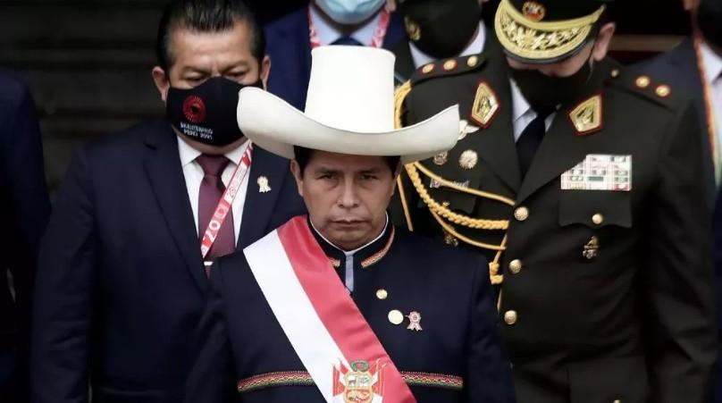 Perú: el nuevo presidente anunció que los jóvenes que no estudien ni trabajen deberán hacer el servicio militar