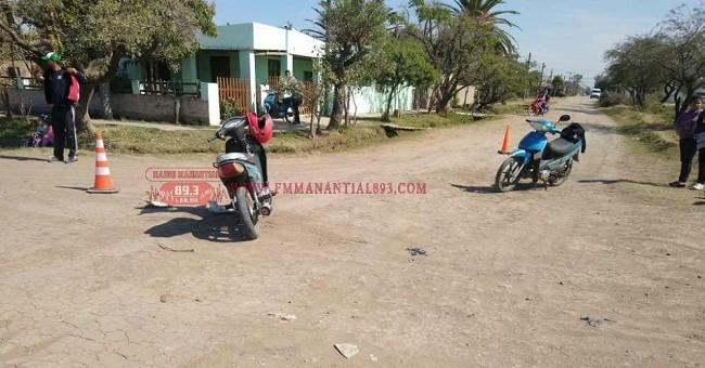 Villa Ángela: Como resultado de una Colisión entre dos Motos una Joven sufrió  lesiones y fue trasladada al Hospital
