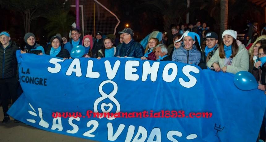 """El mal tiempo no pudo frenar la devota marcha del #8M, """" SALVEMOS LAS 2 VIDAS""""."""