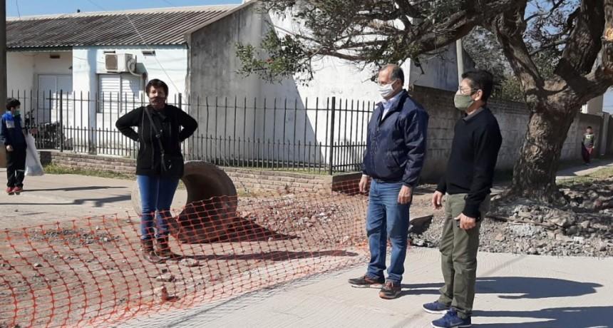 """Villa Ángela: EL INTENDENTE ADALBERTO PAPP EN LA OBRA DE PAVIMENTO """"ES UN TRABAJO QUE SOBRESALE EN TIEMPOS DE PANDEMIA"""""""