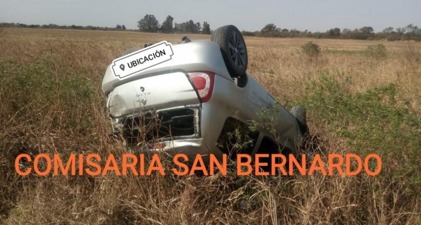 San Bernardo: UN VEHÍCULO TERMINÓ VOLCADO TRAS MORDER LA BANQUINA EN RUTA NACIONAL 95