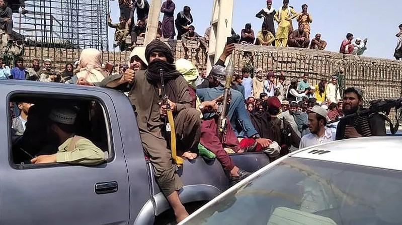 Afganistán: los talibanes ingresaron a Kabul, y el presidente huyó del país